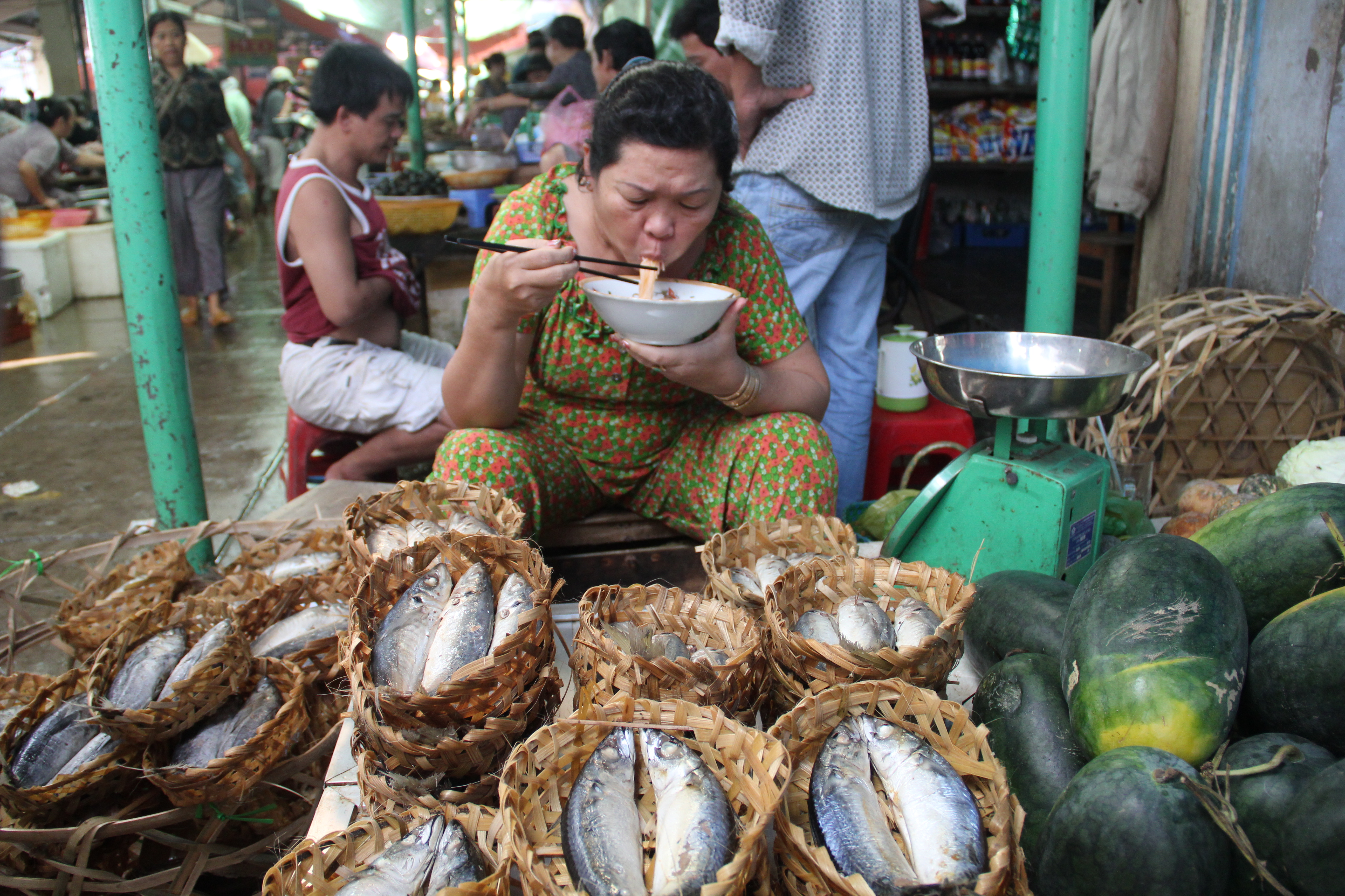 mekong bounty  vinh long market